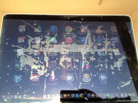 Flecken auf MacBook-Pro-Display
